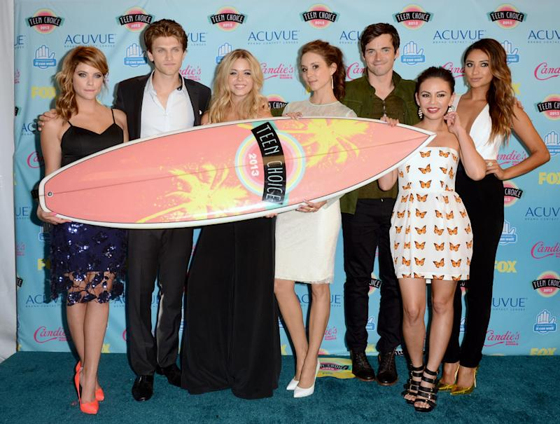 "Cast members, from left, Ashley Benson, Keegan Allen, Sasha Pieterse, Troian Bellisario, Ian Harding, Janel Parrish and Shay Mitchell pose backstage with the award for choice TV show: drama for ""Pretty Little Liars"" at the Teen Choice Awards at the Gibson Amphitheater on Sunday, Aug. 11, 2013, in Los Angeles. (Photo by Jordan Strauss/Invision/AP)"