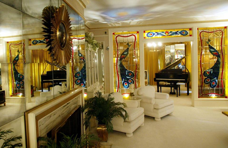 <p>Graceland has become a tourist attraction, not only because it was Elvis's home, but because of the eccentric decor. The living room contains stained glass windows with peacocks framing the piano. </p>