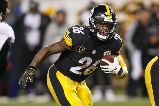 "<a class=""link rapid-noclick-resp"" href=""/nfl/players/26671/"" data-ylk=""slk:Le'Veon Bell"">Le'Veon Bell</a> has been removed from the <a class=""link rapid-noclick-resp"" href=""/nfl/teams/pit"" data-ylk=""slk:Steelers"">Steelers</a>' active roster. (AP)"