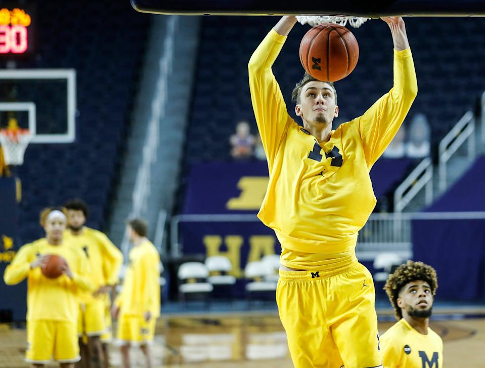Michigan guard Franz Wagner dunks during warmups before the Toledo game at Crisler Center in Ann Arbor, Wednesday, Dec. 9, 2020.