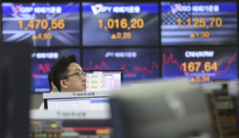 Global stocks rise after Trump tariff extension