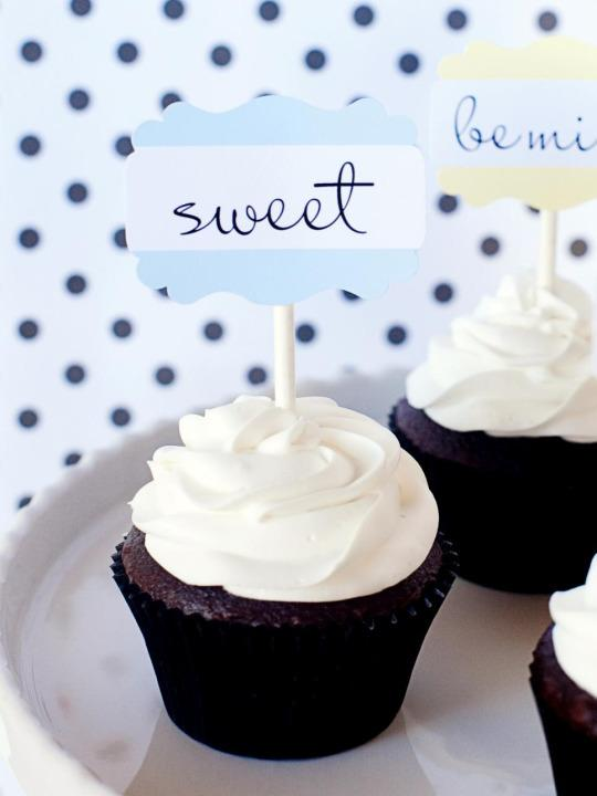 "<p>A new take on a classic. Instead of candy hearts this Valentine's Day, create your own conversation cupcakes with our adorable labels. <b><a href=""http://www.hgtv.com/design/make-and-celebrate/entertaining/conversation-cupcakes?oc=PTNR-YahooMakers-HGTV-valentines_decorations"">Get step-by-step instructions.</a></b></p>"