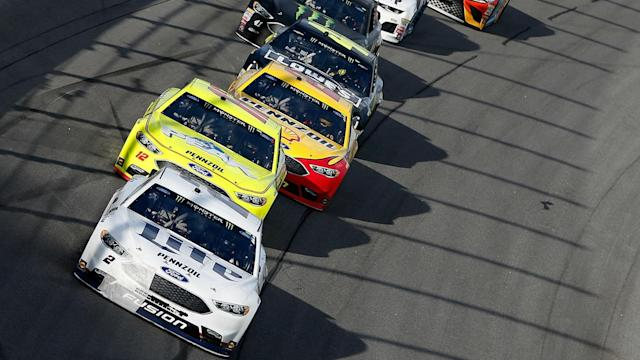 Betting favorites and fantasy sleepers for Sunday's Daytona 500.