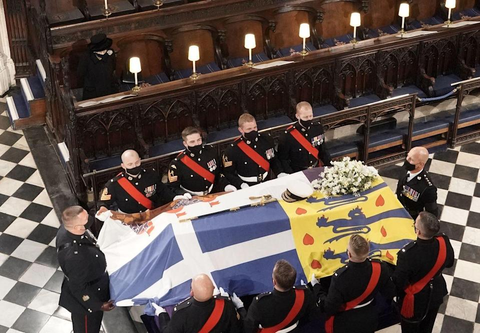 <p>Prince Philip's casket passes by the Queen in the chapel. </p>