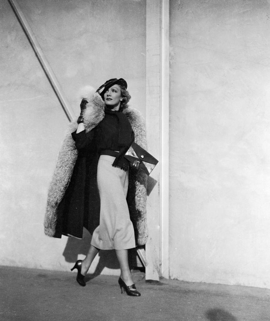 <p>Dietrich, who denounced Hitler and was, as a result, ostracized by the administration of her home country, eventually became an American citizen. Here, she strolls down the street in what can only be described a killer outfit. <br></p>
