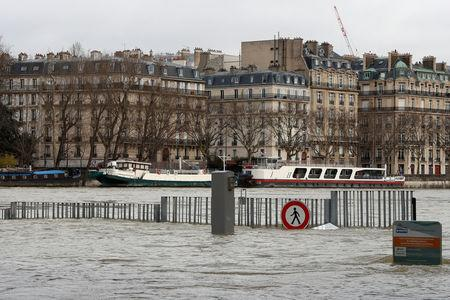 A view shows the flooded banks of the Seine River after days of almost non-stop rain caused flooding in the country in Paris, France January 28, 2018. REUTERS/Gonzalo Fuentes