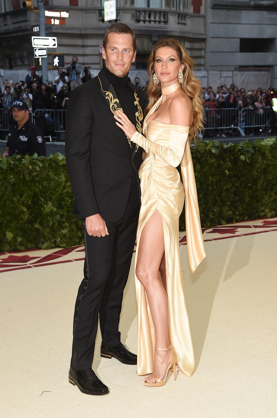 """<h1 class=""""title"""">Tom Brady and Gisele Bündchen, both in Versace</h1><cite class=""""credit"""">Photo: Getty Images</cite>"""