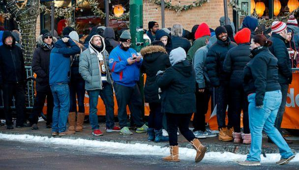 PHOTO: Customers wait in line outside Sunnyside Cannabis Dispensary to purchase recreational marijuana on Jan. 1, 2020, in Chicago. (Kamil Krzaczynski/AFP via Getty Images)