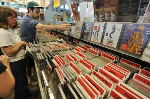 CD sales plummet in US as streaming rises