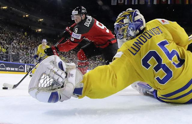 <p>Sweden's goalkeeper Henrik Lundqvist reaches for a save against Canada's Matt Duchene at the Ice Hockey World Championships final match between Canada and Sweden in the LANXESS arena in Cologne, Germany, Sunday, May 21, 2017. (Photo: Andre Ringuette/HHOF-IIHF Images/Pool/Reuters) </p>