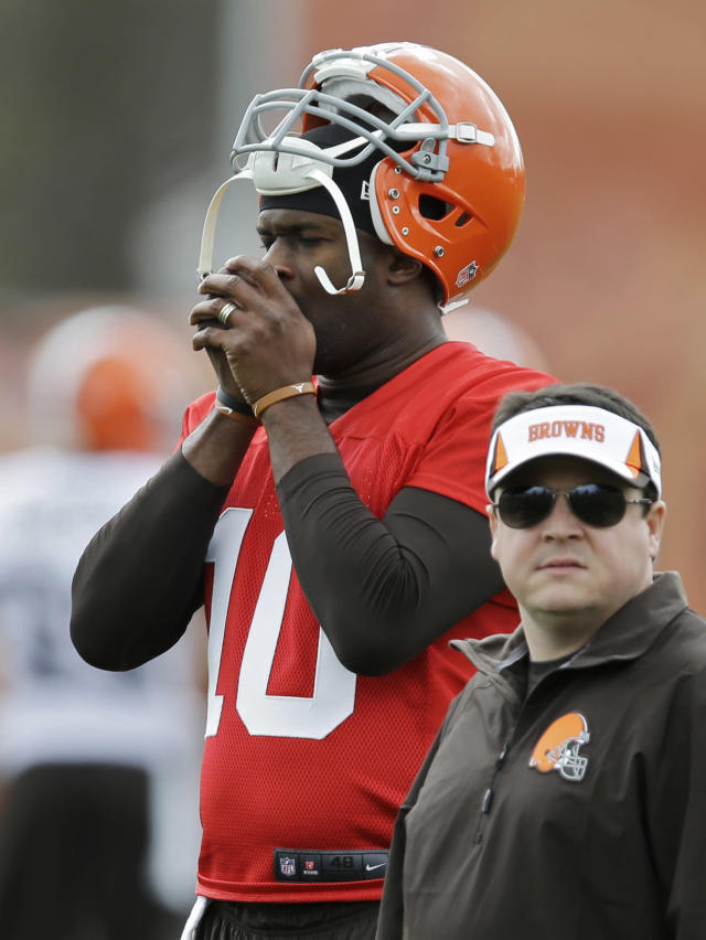 Cleveland Browns quarterback Vince Young warms his hands during a voluntary minicamp workout at the NFL football team's facility in Berea, Ohio Thursday, May 1, 2014. (AP Photo/Mark Duncan)