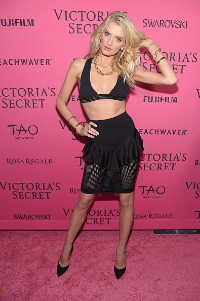 <p>Why wear a crop top when you have Victoria's Secret caliber abs? </p>