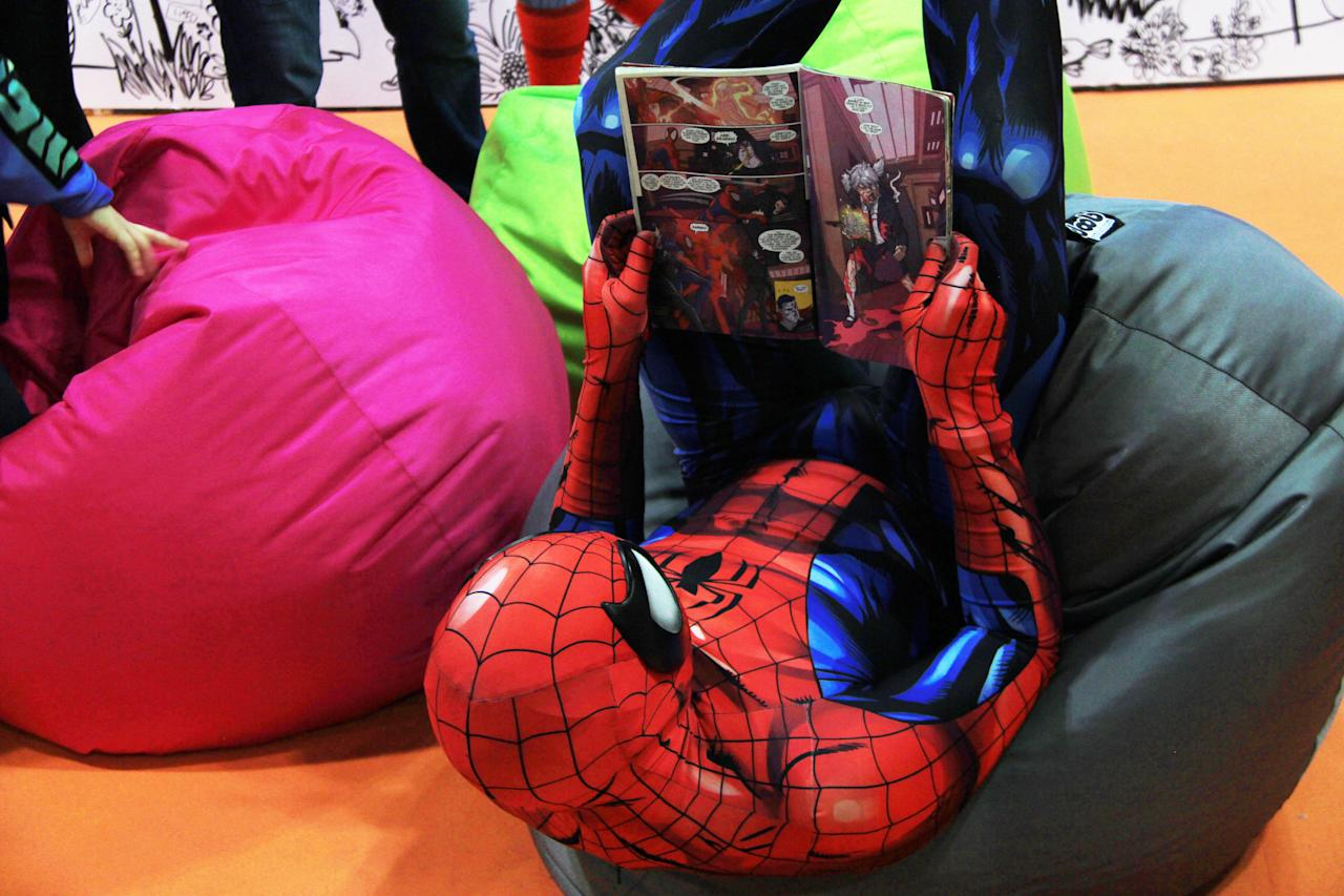 <p>A Spiderman cosplayer reading a comic book at the Singapore Toy, Game and Comic Convention (STGCC) 2018 (PHOTO: Abdul Rahman Azhari/Yahoo Lifestyle Singapore) </p>