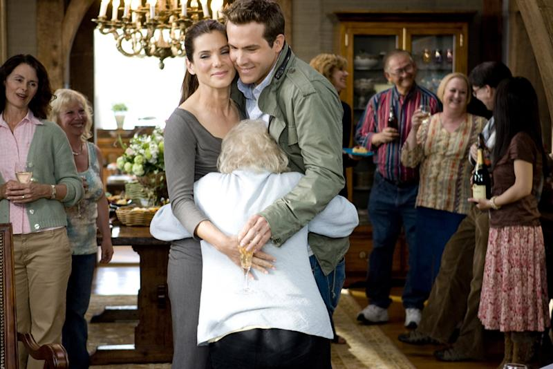 THE PROPOSAL, center, from left: Sandra Bullock, Betty White, Ryan Reynolds, 2009. Ph: Kerry Hayes/Walt Disney Studios Motion Pictures/Courtesy Everett Collection