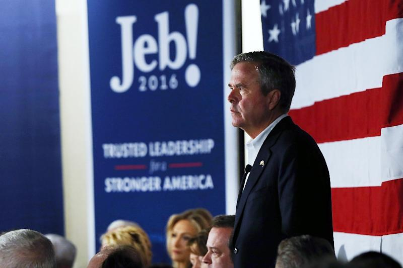 Jeb Bush speaks at a town hall meeting in Beaufort, South Carolina, on February 17, 2016 (AFP Photo/Spencer Platt)