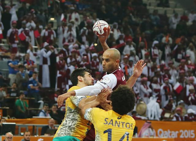 Qatar's Mahmoud Hassab Alla (top) attempts to score during the 24th Men's Handball World Championships preliminary round Group A match Qatar vs Brazil in Doha on January 15, 2015 (AFP Photo/Marwan Naamani)