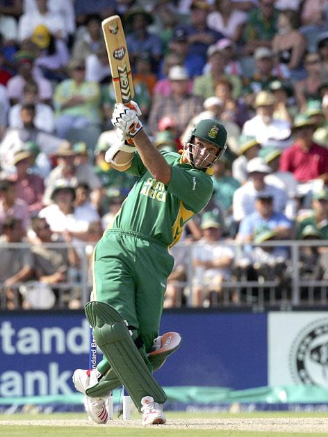 JOHANNESBURG, SOUTH AFRICA - MARCH 12:  Graeme Smith of South Africa in action during the fifth One Day International between South Africa and Australia played at Wanderers Stadium on March 12, 2006 in Johannesburg, South Africa.  (Photo by Hamish Blair/Getty Images)