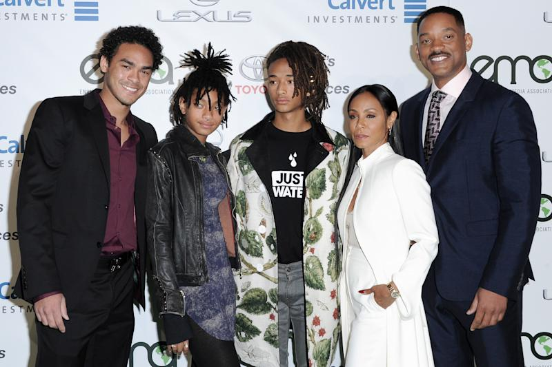 Trey Smith, from left, Willow Smith, Jaden Smith, Jada Pinkett Smith and Will Smith attend the 26th Annual EMA Awards at Warner Bros. Studio on Saturday, Oct. 22, 2016, in Burbank, Calif. (Photo by Richard Shotwell/Invision/AP)