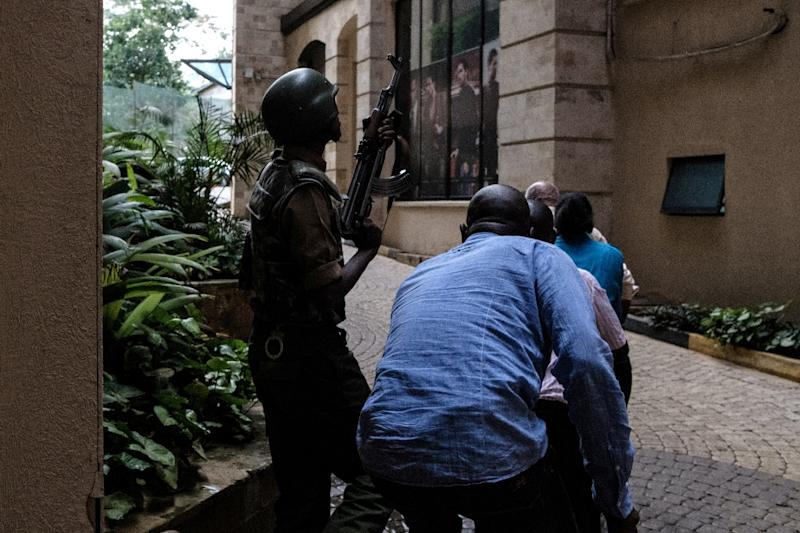 Kenyan security forces evacuate people after a bomb blast at DusitD2 hotel in Nairobi