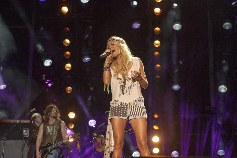 Carrie Underwood Takes a Tumble During Texas Concert