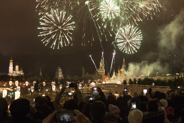 <p>People take pictures as fireworks explode over the Kremlin, during New Year celebrations in Moscow, Russia, Monday, Jan. 1, 2018. New Year is Russia's major gift-giving holiday. (Photo: Denis Tyrin/AP) </p>
