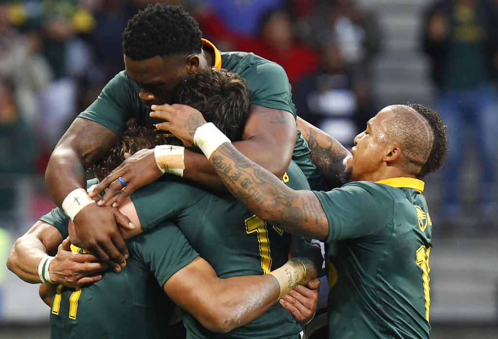 Springboks winger Courtnall Skosan (L/11#) is mobbed by teammates as he celebrates scoring a try during the International Rugby Test match between Argentina and South Africa at The Nelson Mandela Bay Stadium in Port Elizabeth on August 19, 2017. (AFP Photo/MICHAEL SHEEHAN)