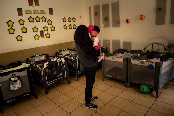 Xiomara plays with her baby in the nursery of the San Juan Apóstol migrant shelter.