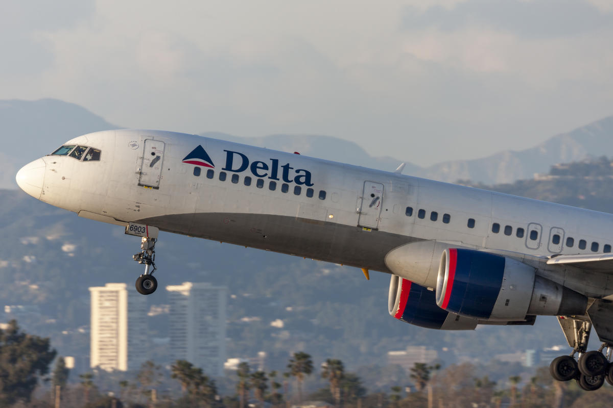 Delta swings to profit in Q3 as 'dramatic' fuel price surge threatens outlook – Yahoo Finance