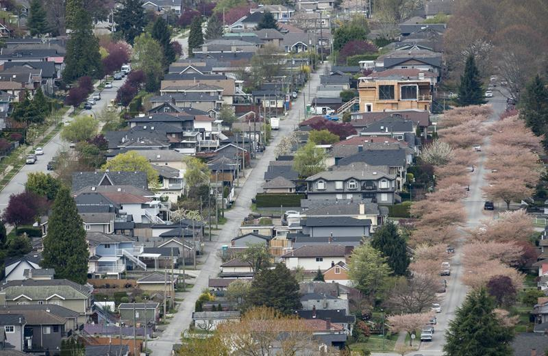 CMHC says Canadians debt levels hit record highs at end of last year