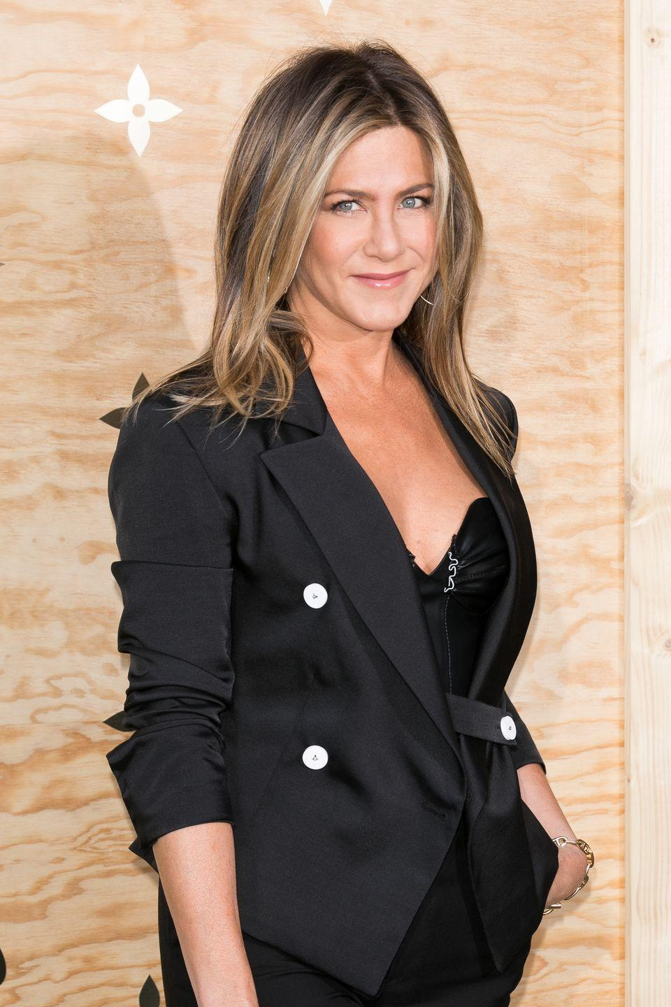 <p>Azubuike told Women's Health that he's big on his clients (including Aniston) eating nutrient-rich foods, like mix of healthy carbs, protein, leafy greens, and bright, colourful vegetables.</p>