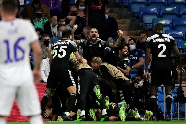 Sheriff's players celebrate Sebastien Thill's winning goal at Real Madrid (AFP/JAVIER SORIANO)