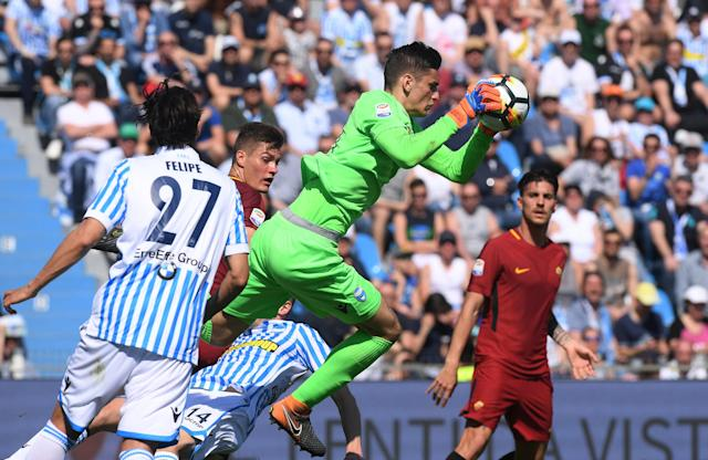 Soccer Football - Serie A - SPAL vs AS Roma - Paolo Mazza, Ferrara, Italy - April 21, 2018 Spal's Alex Meret in action REUTERS/Alberto Lingria