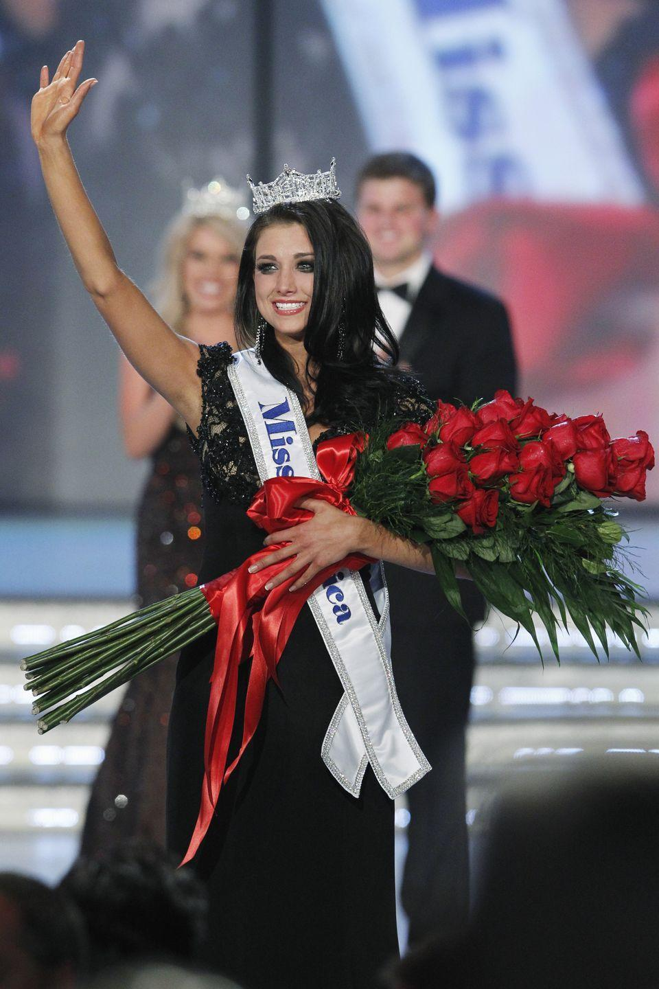 <p>Laura Kaeppeler from Wisconsin's dark eye makeup complimented her black gown when she was chosen as 2012's Miss America. </p>