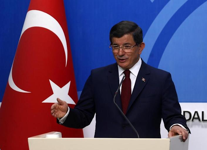 Turkish Prime Minister and leader of Turkey's ruling party, the Justice and Development Party (AK Party) Ahmet Davutoglu gives a press conference after an executive board meeting of his Justice and Development Party in Ankara, on May 5, 2016 (AFP Photo/Adem Altan)