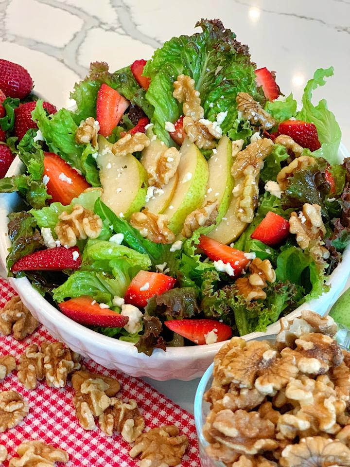 <p>If you're tired of eating the same salad every day, try Jeanette's simple walnut, pear, and strawberry salad. </p> <ul> <li>3 cups red leaf lettuce</li> <li>1/2 pear</li> <li>7 walnuts, halved</li> <li>5 strawberries, whole</li> <li>1 tablespoon fat-free feta cheese</li> <li>4 tablespoons fresh lemon juice</li> <li>Dash of Himalayan salt and freshly ground black pepper</li> </ul>