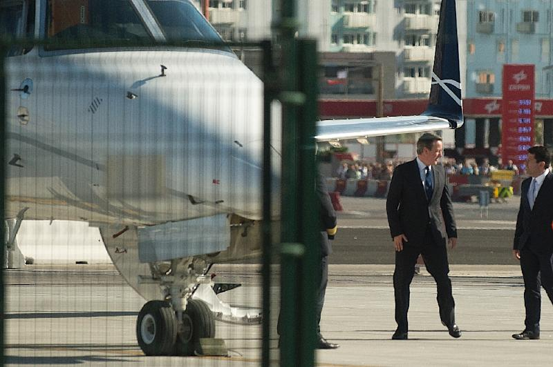 British Prime Minister David Cameron (L) chats with Chief Minister of Gibraltar Fabian Picardo at the Gibraltar airport before leaving the Rock on June 16, 2016 (AFP Photo/Jorge Cuerrero)