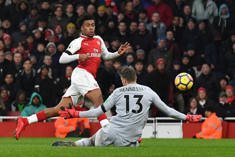 Arsenal's striker Alex Iwobi (L) shoots by Crystal Palace's goalkeeper Wayne Hennessey during the English Premier League football match January 20, 2018