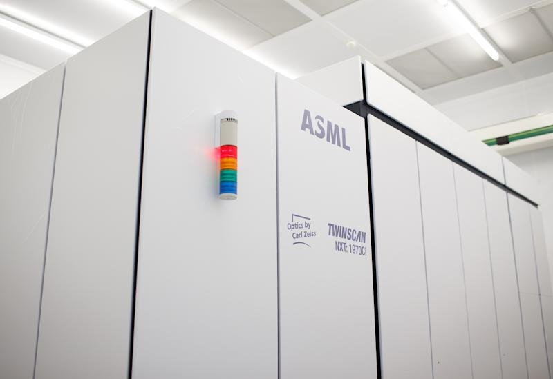 Chip Bellwether ASML Beats Estimates for Sales Forecasts