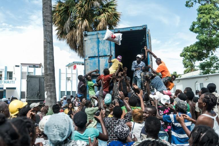 Efforts to distribute food to Haiti's earthquake survivors has prompted fighting and chaotic scenes