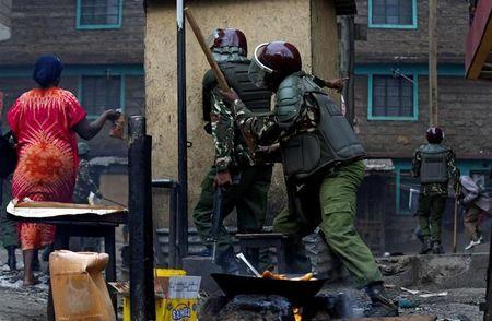 Residents flee as anti riot policemen deploy to disperse demonstrators supporting opposition leader Raila Odinga in Mathare, in Nairobi