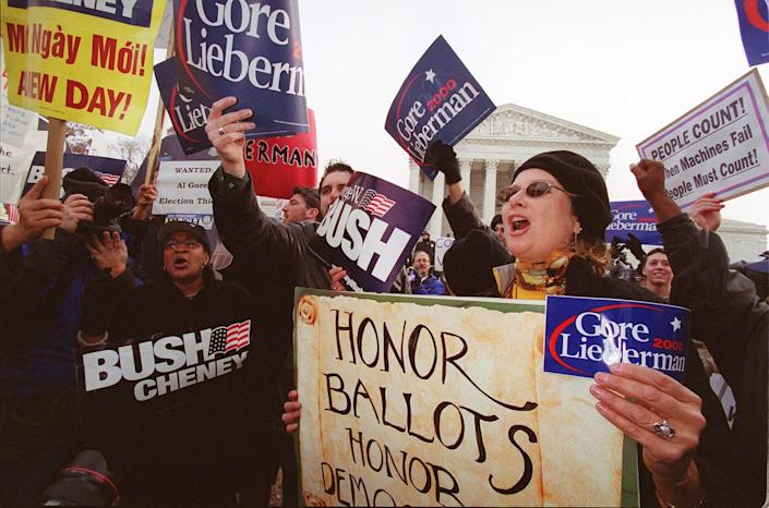 Demonstrators gather in front of the Supreme Court in 2000. (Photo: Manny Ceneta/AFP via Getty Images)