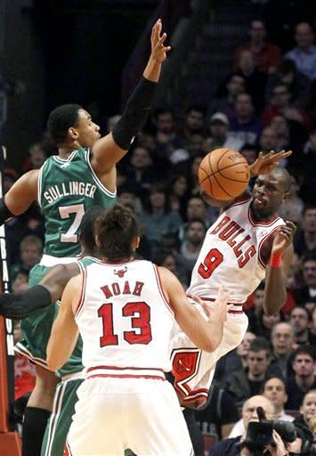 Boston Celtics defender Jared Sullinger (7) forces Chicago Bulls forward Luol Deng (9) to pass the ball to Bulls' Joakim Noah during the first half of an NBA basketball game, Monday, Nov. 12, 2012, in Chicago. (AP Photo/Charles Rex Arbogast)