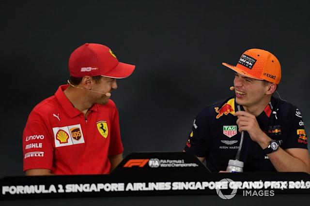 "Sebastian Vettel, Ferrari, primo classificato, parla con Max Verstappen, Red Bull Racing, terzo classificato, in conferenza stampa <span class=""copyright"">Simon Galloway / Sutton Images</span>"