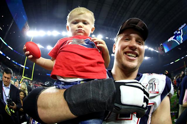 "<a class=""link rapid-noclick-resp"" href=""/nfl/players/24804/"" data-ylk=""slk:Nate Solder"">Nate Solder</a> celebrates with his son Hudson after defeating the <a class=""link rapid-noclick-resp"" href=""/nfl/teams/atl/"" data-ylk=""slk:Atlanta Falcons"">Atlanta Falcons</a> in Super Bowl LI. (Getty Images)"