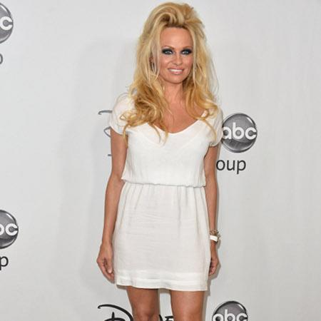 Pamela Anderson ditches dating to dance