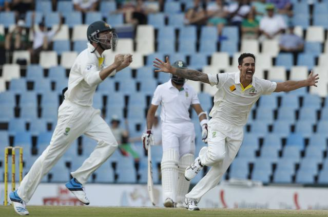 Australia's Mitchell Johnson (R) celebrates after the dismissal of South Africa's Faf du Plessis who was caught out by his captain Michael Clarke during the second day of their cricket test match in Centurion February 13, 2014. REUTERS/Siphiwe Sibeko (SOUTH AFRICA - Tags: SPORT CRICKET)