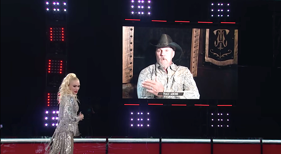 Gwen Stefani enlists Trace Adkins to advocate on her behalf on 'The Voice.' (Photo: NBC)