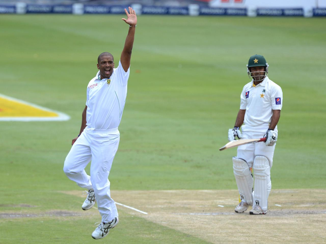 JOHANNESBURG, SOUTH AFRICA - FEBRUARY 02:  Vernon Philander of South Africa celebrates the wicket of Asad Shafiq of Pakistan during day 2 of the 1st Test match between South Africa and Pakistan at Bidvest Wanderers Stadium on February 02, 2013 in Johannesburg, South Africa.  (Photo by Duif du Toit/Gallo Images/Getty Images)