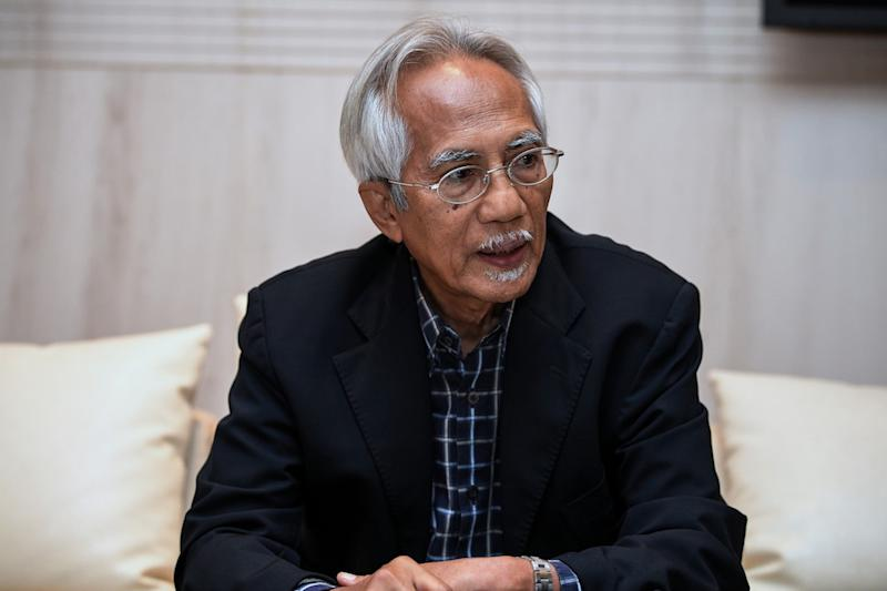 "Kadir uggested that a certain royal house may be ""monitored"" for partisan views, after it has previously expressed pro-Barisan Nasional views instead of being neutral. — Bernama pic"