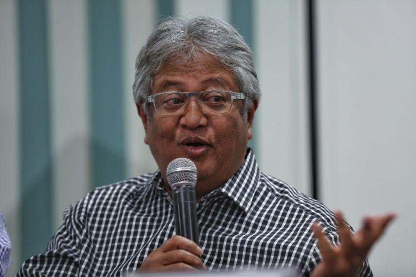 Similar to the GE14 success PH achieved, where it worked with a Malay leader of influence to bring them across the line, Zaid said the best available option is Umno. — Picture by Saw Siow Feng